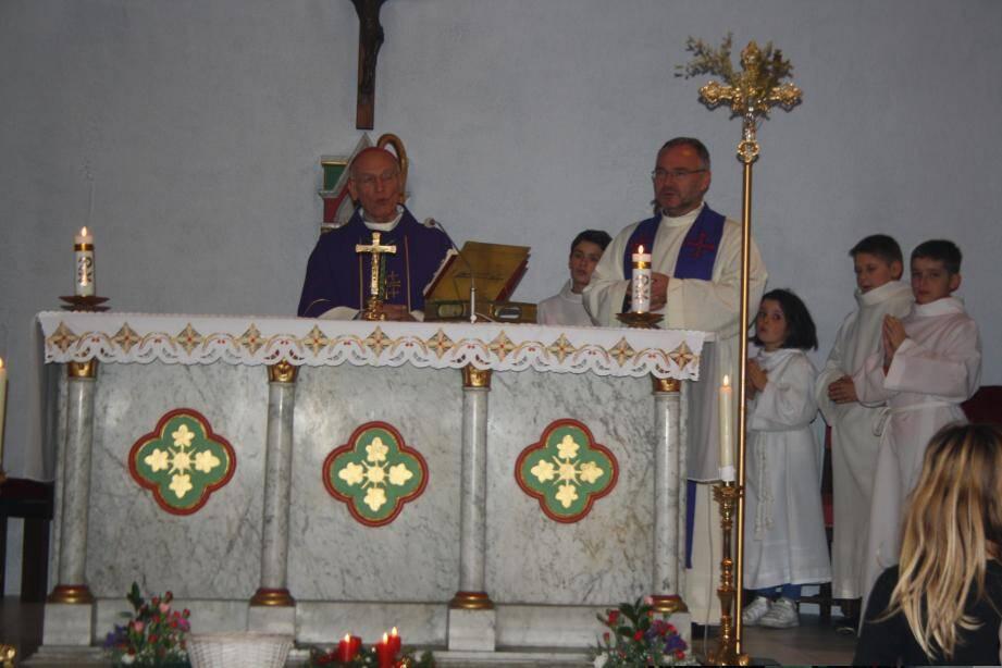 L'évêque de Nice a clôturé sa visite pastorale devant près de deux cents personnes, en l'église Saint-Maurice à La Pointe-de-Contes. Une semaine marquée par des rencontres et échanges avec toutes les composantes de la société civile.