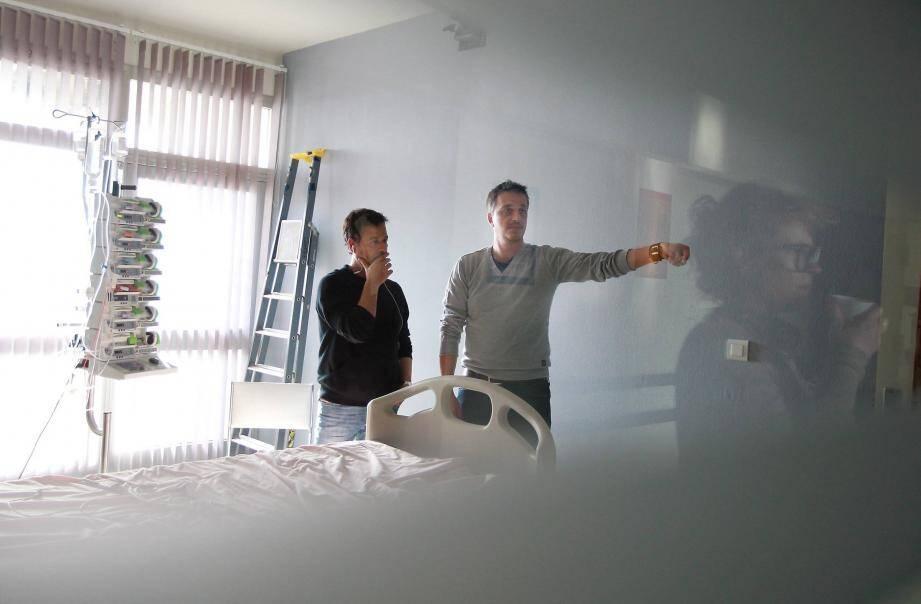 Quelques scènes de la prochaine saga d'été de TF1 ont été tournées hier et lundi à l'hôpital l'Archet 1 avec de vrais infirmiers niçois.