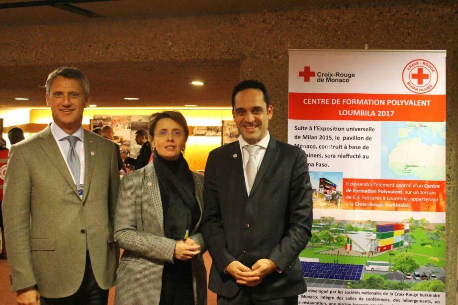 Philippe Narmino, vice-président de la Croix-Rouge monégasque, Carole Lanteri, représentant permanent de la Principauté auprès de l'Office des Nations Unies à Genève, et Frédéric Platini, secrétaire général de la Croix-Rouge.(DR)