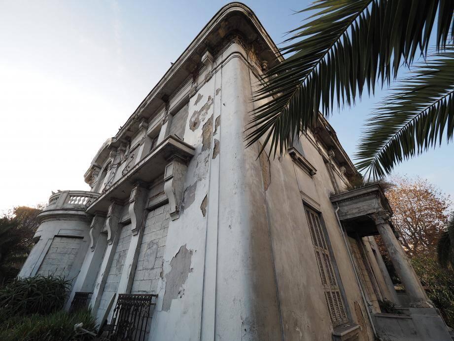 Longtemps abandonnée, la villa La Luna est devenue propriété de la Ville après expropriation. D'ici à 2017, ce pavillon de 200 m2 accueillera les associations, une bibliothèque et une halte jeux.(PhotoJ-S Gino Antomarchi)