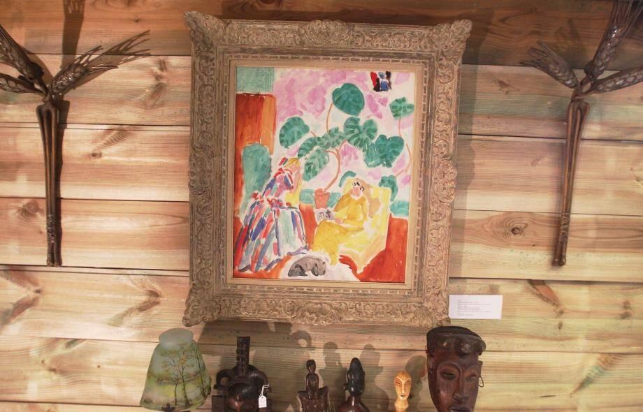 À noter aussi, parmi les ventes de cette soirée : une œuvre d'Amedeo Modigliani adjugée à 210 000 euros, quatre appliques de René Lalique à 140 000 euros, alors qu'elles étaient estimées entre 30 000 et 40 000 euros.