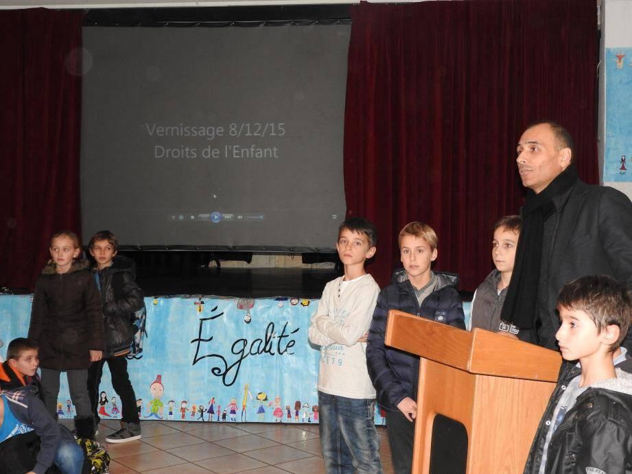 Le maire, Jean-Bernard Mion, a félicité les enfants à l'occasion du vernissage.