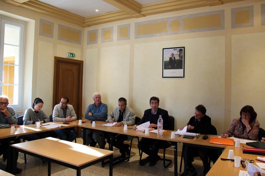 Le conseil municipal réunit autour de Charles-Ange Ginésy.