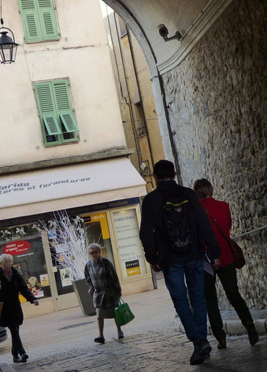 Hormis la caméra en hauteur porte du Pontis, la vieille ville échappait aux yeux électroniques. Ce ne sera plus le cas l'an prochain.