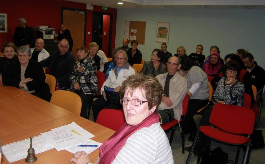 La présidente de l'Amicale, Nicole Aubert, a eu fort à faire pour organiser les échanges pendant la réunion.