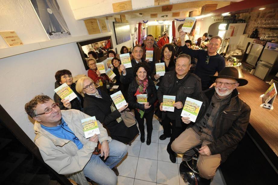 Le bar à vin Le Comptoir a accueilli l'association les passeurs de livres ainsi que les lauréats publiés sur le recueil Ecris, vins sur vingt.