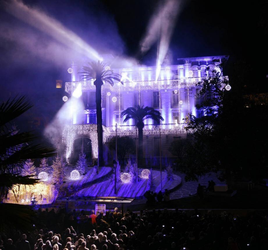 La façade de l'hôtel de ville et son jardin ont servi de support au spectacle de sons et lumières.
