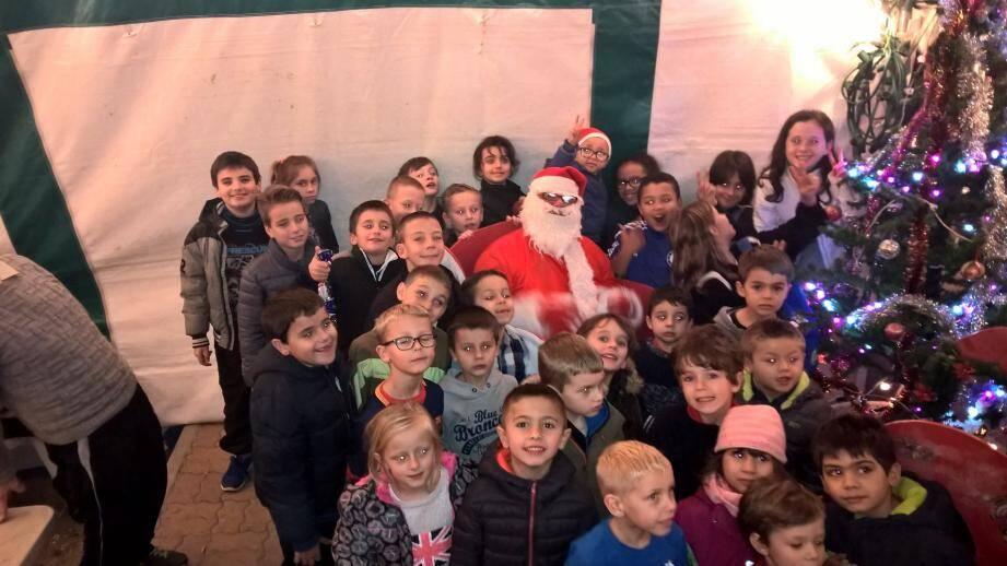 Les jeunes footballeurs ont partagé un goûter de Noël dans une belle ambiance de fête.