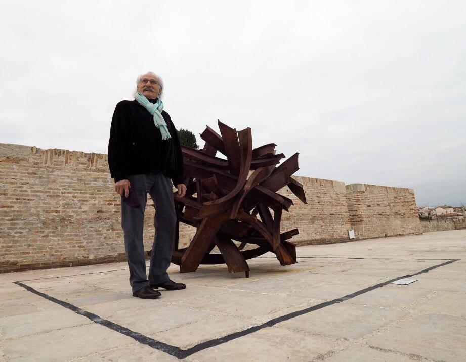 L'œuvre de Bernard Pagès est la 3e de la Promenade des arts.