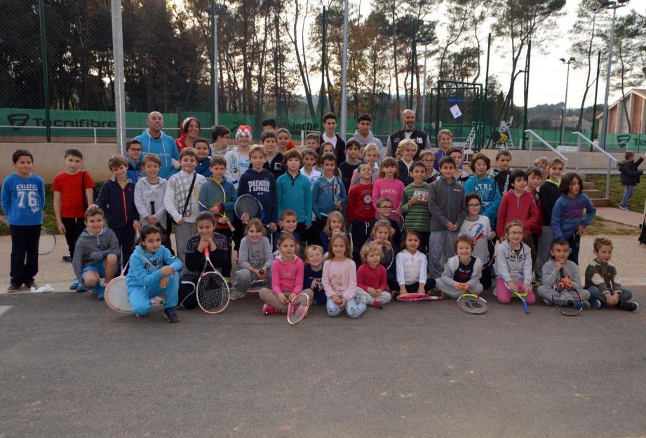 Depuis le baby tennis jusqu'aux compétiteurs, le tennis club propose des activités pour tous âges et tous niveaux.