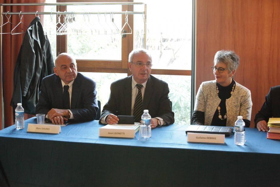 Marc Daunis, Jean Leonetti et Guilaine Debras heureux et soulagé de la décision de l'état de ne plus faire appel et de payer son dû.