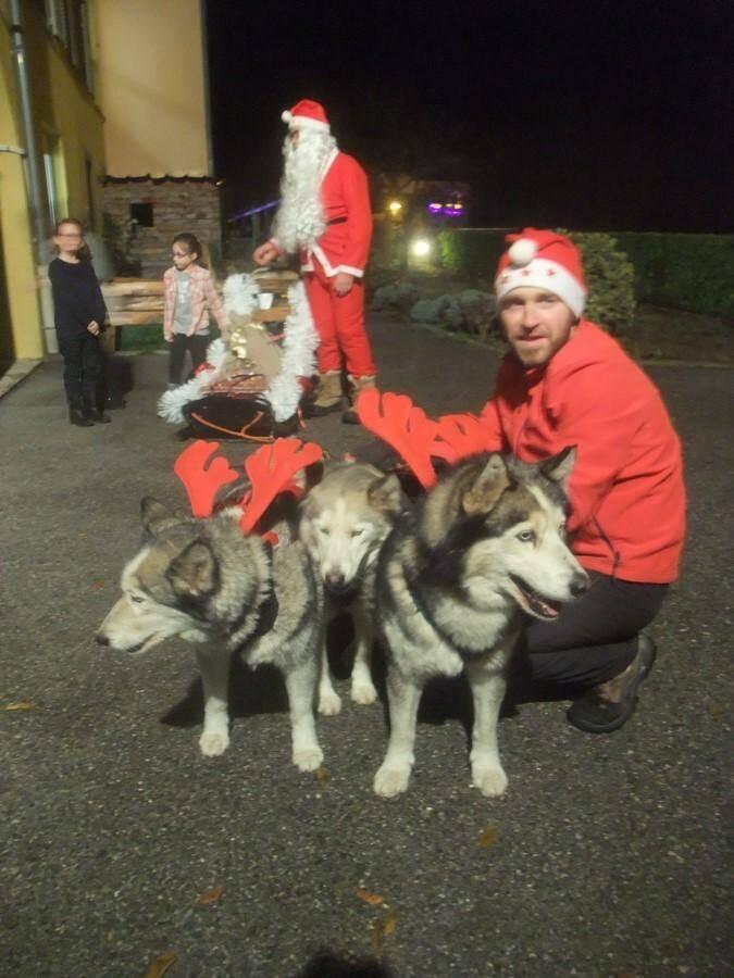 Venus du Grand Nord, le Père Noël et son équipage ont pris une pause bien méritée à la maison de retraite.