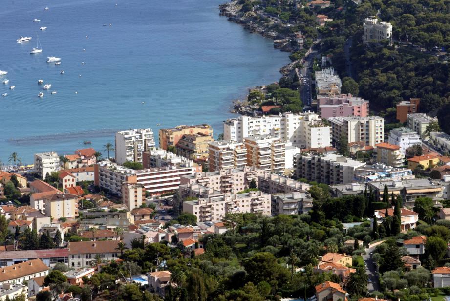 C'est au cœur du quartier de Carnolès, à Roquebrune, qu'un jeune adolescent s'est fait agresser en plein après-midi pour son portable et les 40 euros qu'il avait dans son portefeuille.