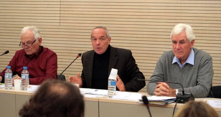 Maurice Lavagna, Edmond Mari et Francis Tujague lors de la présentation du budget modificatif 2015.