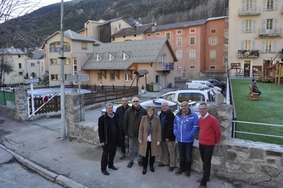 Elus, responsables de la Métropole et du « Rabuons » ensemble pour réaliser un beau projet environnemental.