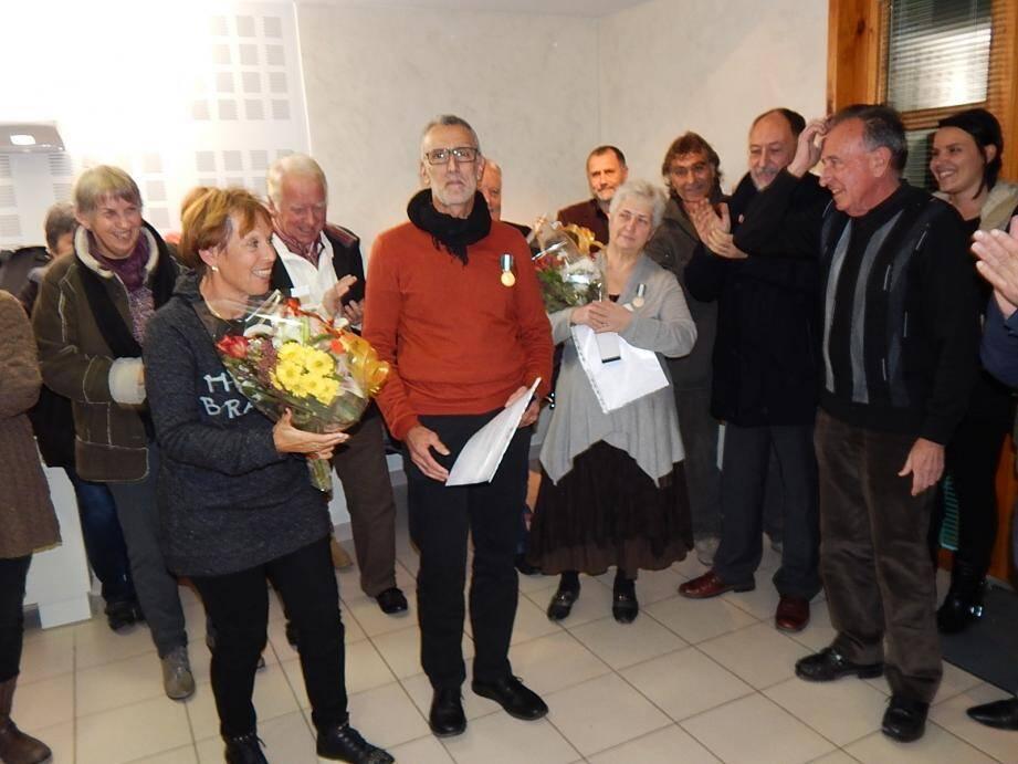 Au centre, les deux médaillés, lors de la réception festive intercommunale.
