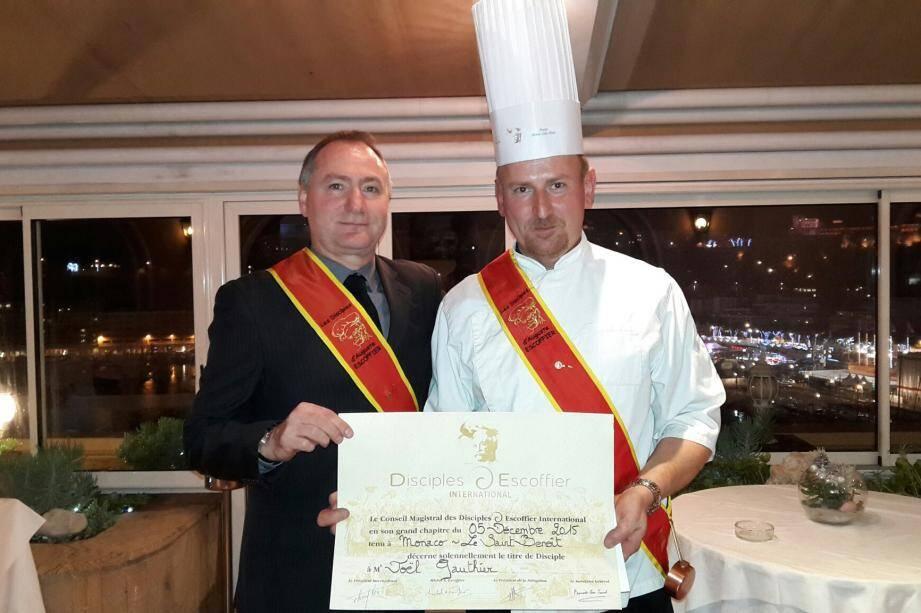 Le Vallérois Joël Gauthier intronisé par Yannick Prunier, disciple d'Escoffier à Monaco.