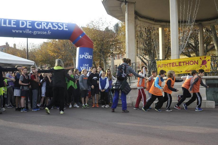 Les plus jeunes ont participé à une course de solidarité sur le Cours Honoré-Cresp.