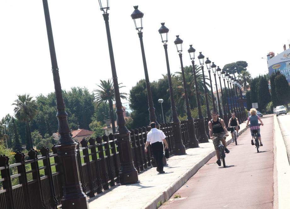 Le pont Napoléon-III, qui enjambe le Var pour relier Nice à Saint-Laurent