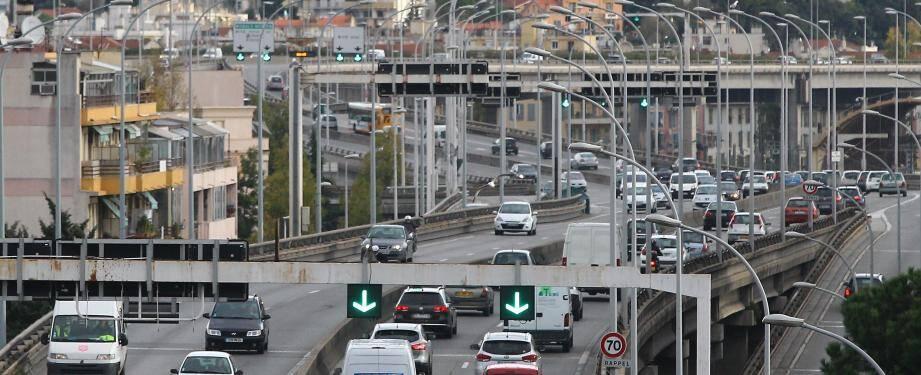 La pollution sur la voie rapide.