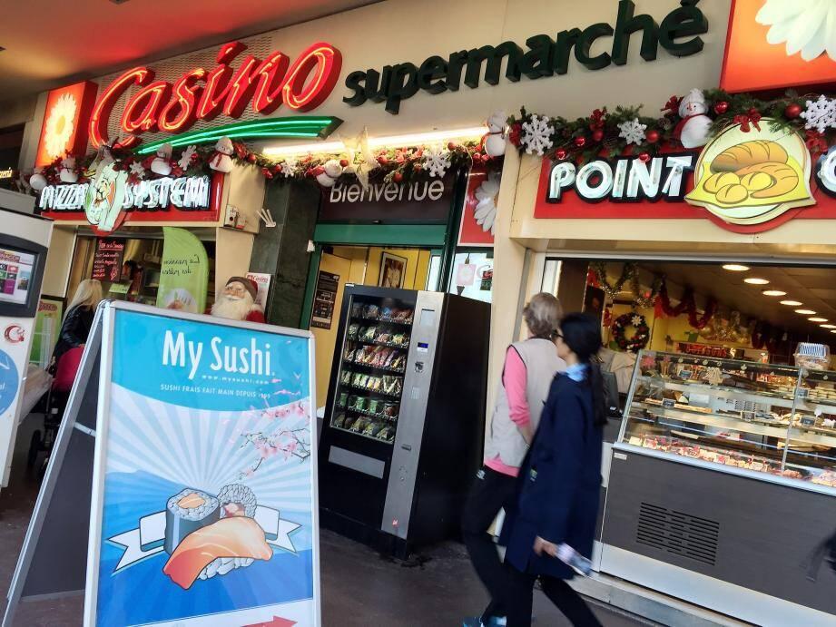 Lorsque l'employée du supermarché Casino a constaté la disparition de son petit sac à main, elle a donné l'alerte. Le voleur a été repéré et arrêté une semaine plus tard.