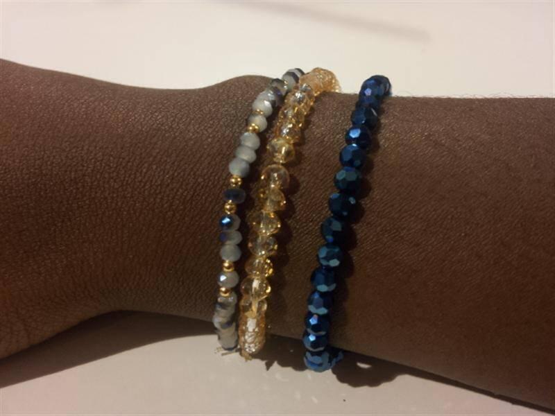 Scintillants. Les petits bracelets signés Nathalie Cozic, ne sont que quelques exemples de ses nombreux trésors. Petits bracelets élastiqués de perles de cristal (9 euros) avec ou sans perles plaquées or à 19 carats (20 euros). Perles et compagnie, 32 rue Amiral-de-Grasse. Ouvert du mardi au samedi de 10 à 18/19 h.Dimanche et lundi après-midi.