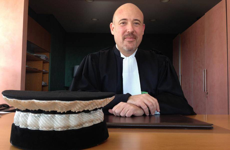 Michael Janas a entre autres exercé la fonction de président des tribunaux de Coutances et d'Angoulême