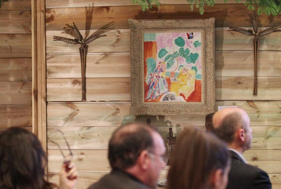 À noter aussi, parmi les ventes de cette soirée: une œuvre d'Amedeo Modigliani adjugée à 210.000 euros, quatre appliques de René Lalique à 140.000 euros, alors qu'elles étaient estimées entre 30.000 et 40.000 euros.