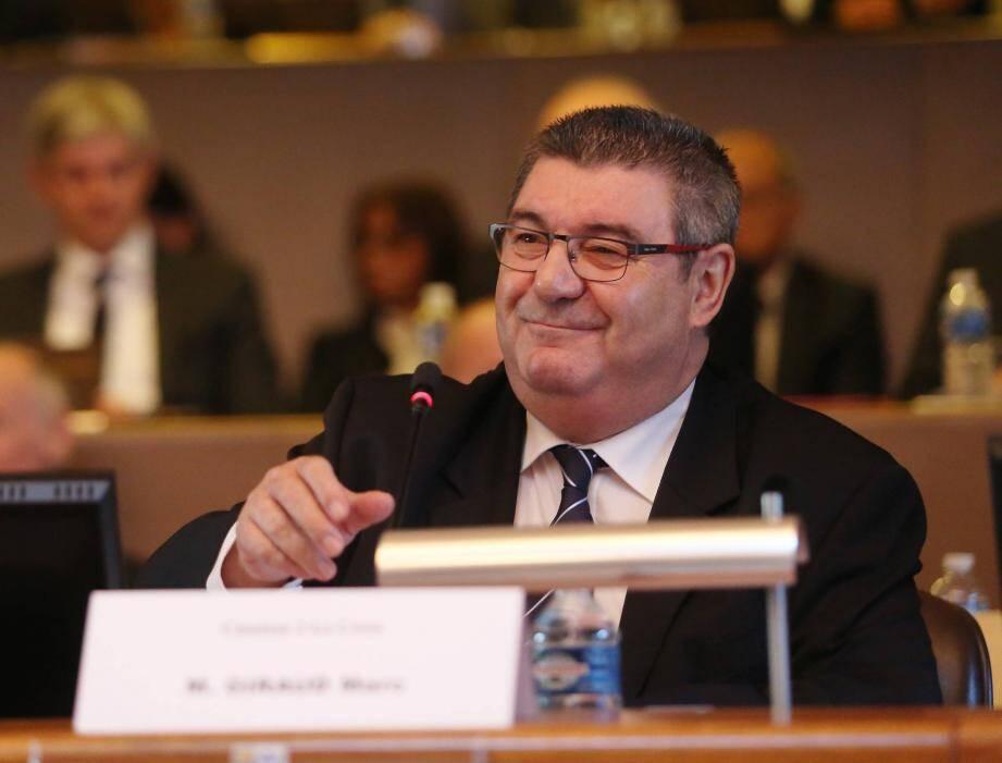 Marc Giraud, annonçant la dissolution du groupe FN au sein de l'assemblée.