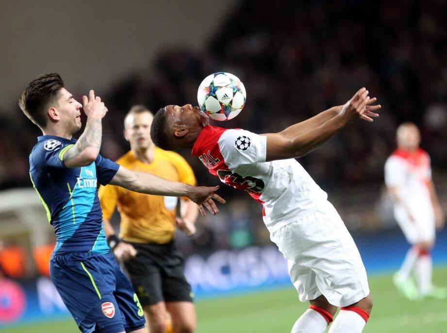 Anthony Martial avec le maillot rouge et blanc.
