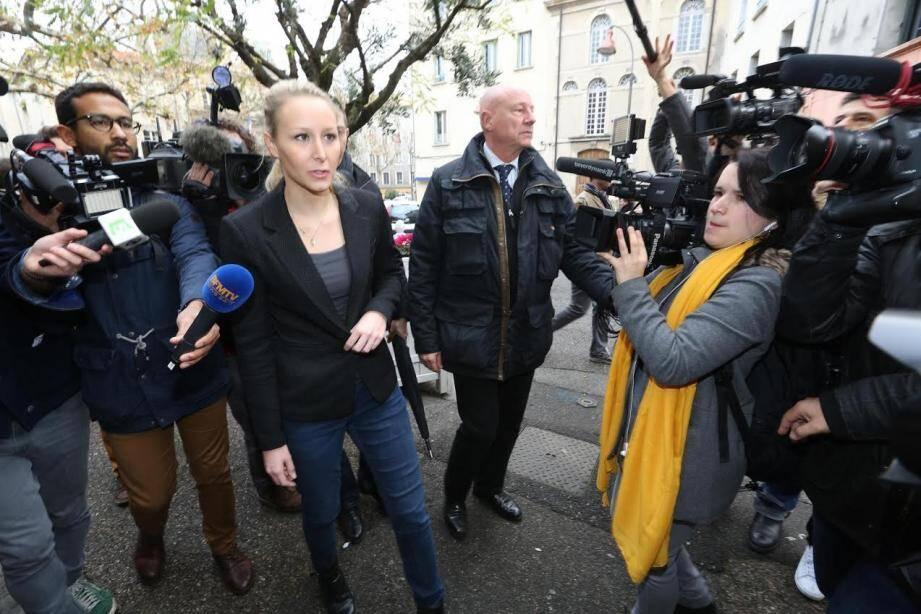 Arrivée de Marion Maréchal-Le Pen à Carpentras.