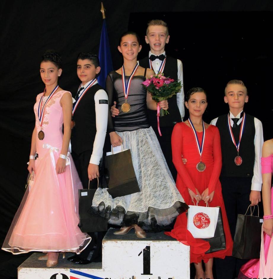 Anthony Marquez et Sophia De Freita, ici, sur la plus haute marche du podium du championnat de France en Junior I.