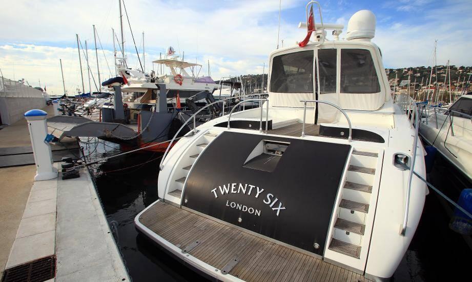 C'est à Cannes sur le yacht d'Alzraa, encombrant « ami du commisaire », que le cerveau de l'escroquerie à la taxe carbone, Fabrice Sakoun, a été interpellé.