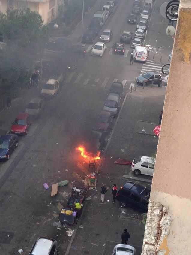 Une voiture stationnée prend feu à l'Ariane.