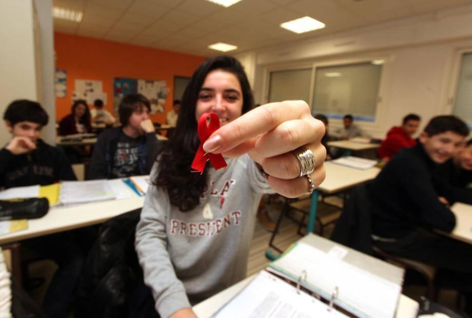 Animation autour de la lutte contre le sida, au college Rostand de Draguignan.