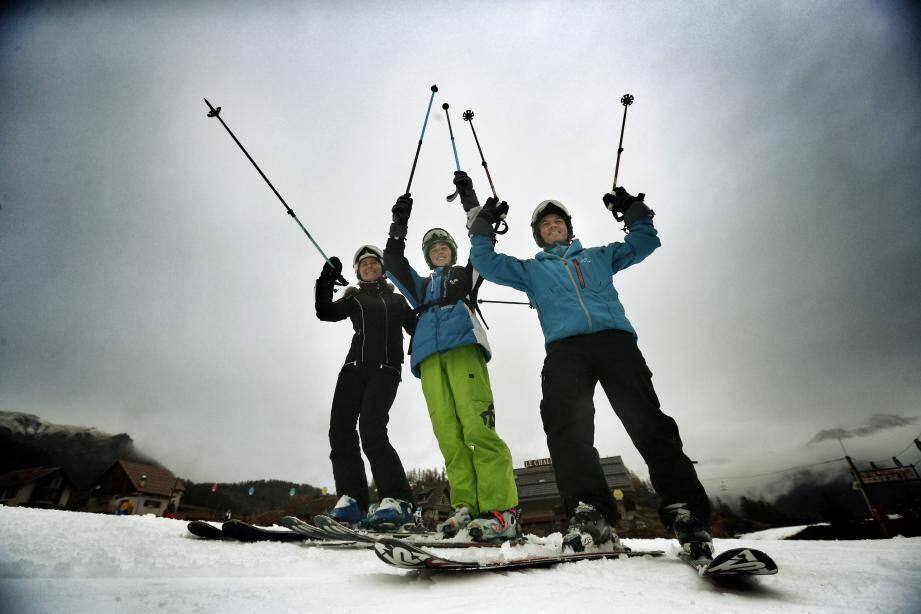 A Auron et Isola, les skieurs profitent des plaisirs de la glisse.