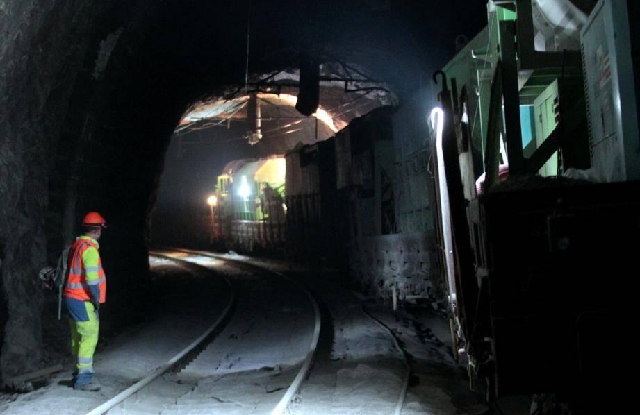 Un train de travaux a déraillé à 4h30 la nuit dernière dans le tunnel Saint-Laurent, qui relie Eze à Cap-d'Ail.