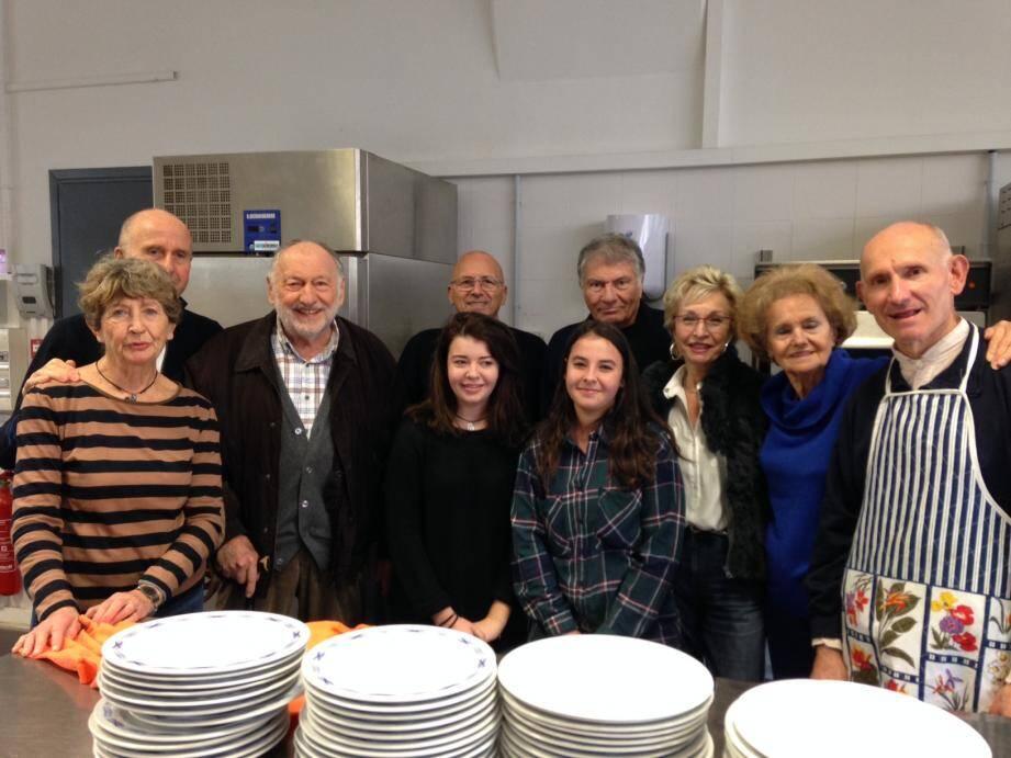 Chaque jour, une douzaine de bénévoles de l'association œuvrent au bon déroulement du service.