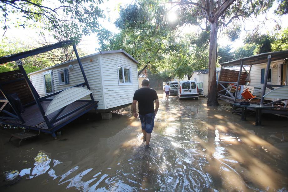À l'image du camping des Embruns à Biot, les dégâts sont immenses. 65.000 personnes ont été sinistrées en ce dramatique soir d'octobre.