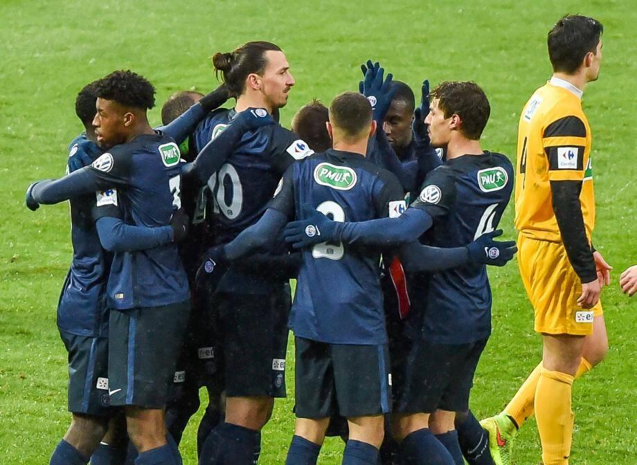 Zlatan félicité par les siens. Paris est passé, mais sans briller.