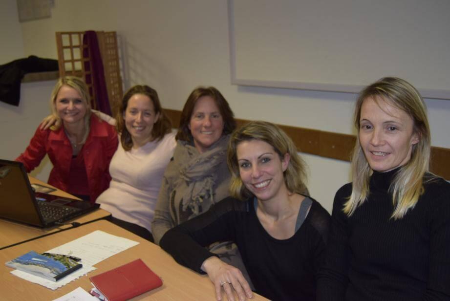 Amandine, Stéphanie, Sandra, Stéphanie Rieffle, qui rejoint l'équipe, et Anne travaillent chaque année à améliorer le déroulement des bourses.
