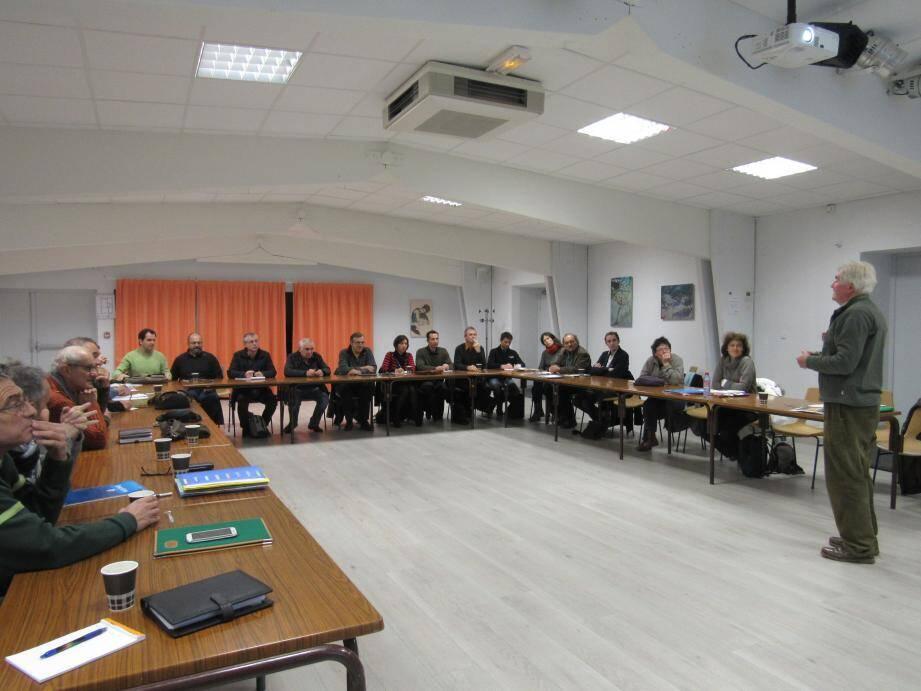 Les membres du comité de pilotage accueillis par le président Jean Degoulet.