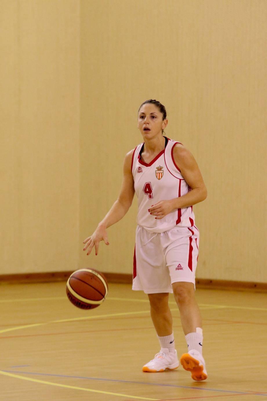 Stéphanie Cyprien, capitaine de l'équipe fanion de l'ASM, toujours présente pour mener son équipe vers la victoire.