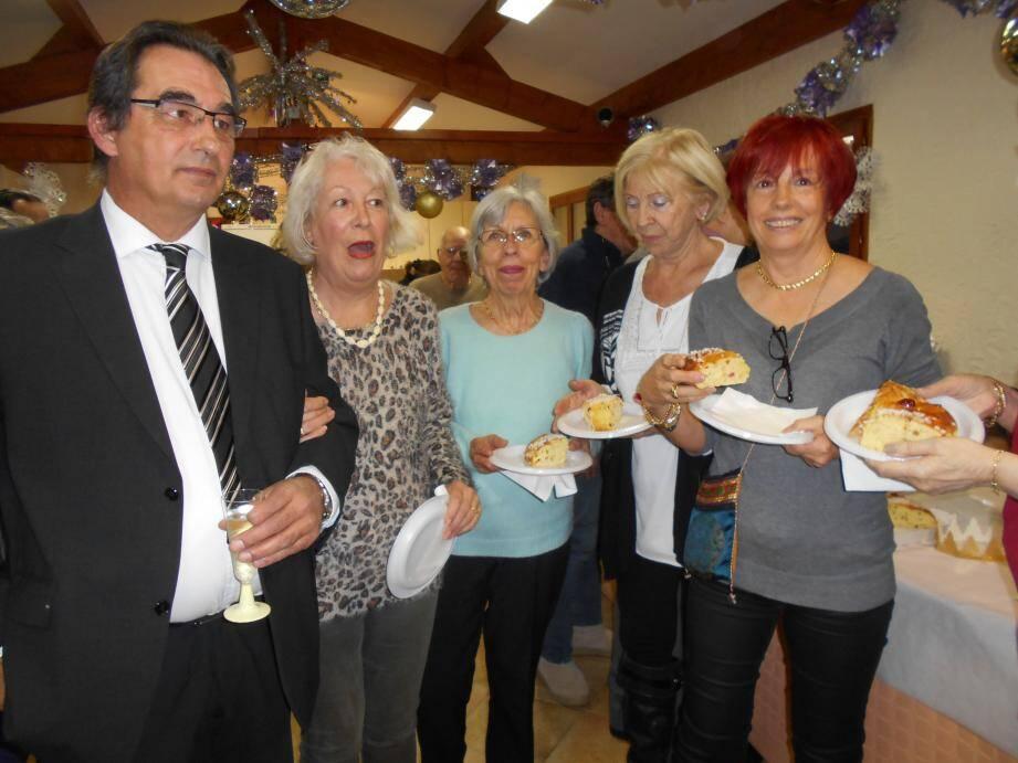 La cérémonie des vœux a aussi été l'occasion de déguster la galette des Rois.