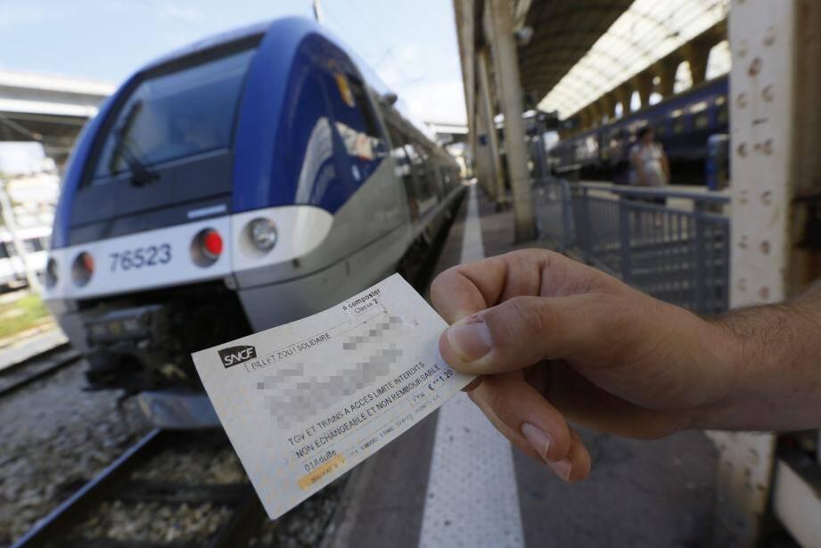Se munir d'un billet avant de monter dans le train ? Sur la Côte, ils sont plus de 22 % à s'en affranchir. Presque un usager sur quatre !(Archive photo Frantz Bouton)