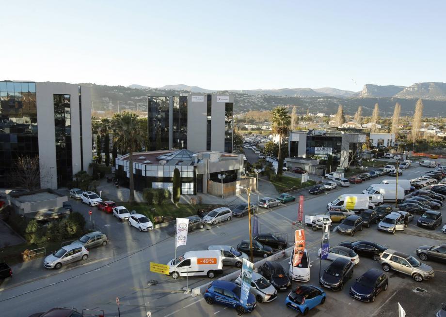 Propriété d'un Saoudien, le bâtiment qui abrite l'insitut En Nour prêt à ouvrir, est au cœur d'une bataille entre l'association Nice La Plaine et le maire depuis des années.