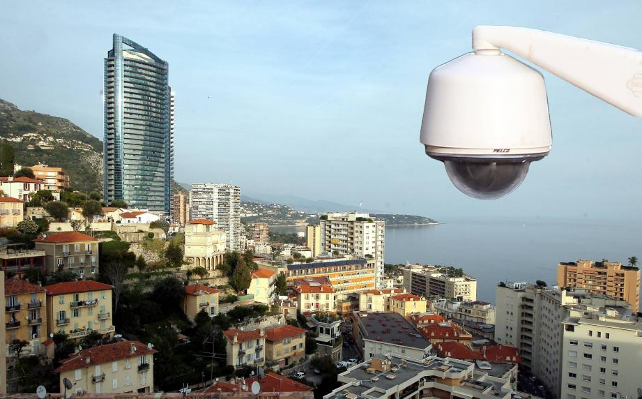 Vingt-deux caméras vont être installées d'ici avril. Elles sont notamment financées par Monaco, à hauteur de 140 000 euros.(Photomontage J.-F. O)