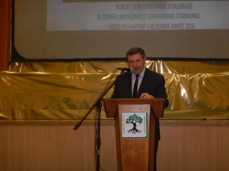 Le maire Robert Bénéventi a évoqué l'évolution de la commune avec les nombreux aménagements réalisés en 2015 et les projets pour 2016.