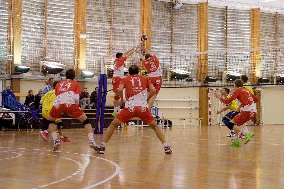 Chorégraphie parfaite pour l'équipe masculine qui retrouve la première place du championnat à l'issue de sa nouvelle victoire.(DR)