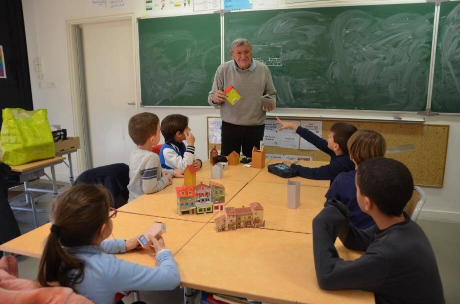 Les élèves sont très intéressés, certains sont même doués, appliqués, ont une bonne dextérité, autant de qualités requises pour le modélisme.